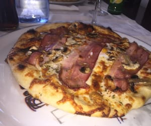 pizza and bouffe image