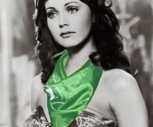 Lynda Carter, aborto legal, and wonder woman image