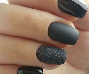 negro, uñas, and manicura image