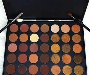 Brushes, makeup, and sombras image