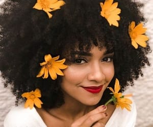 black, flower, and cacheado image
