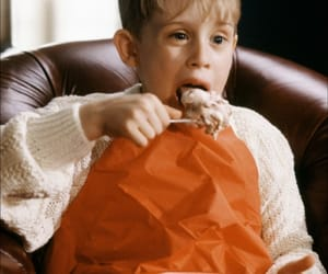 Macaulay Culkin, home alone, and kevin mccallister image