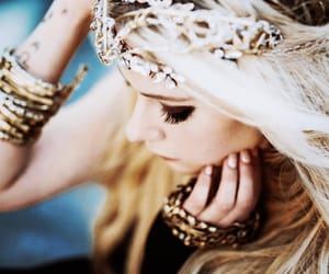 Avril Lavigne and head above water image