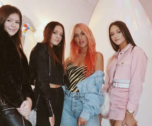 daisy, lottie tomlinson, and one direction image