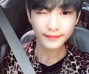 the boyz and hwall image