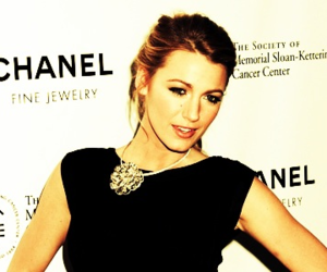 blake lively, flowers, and gossip girl image