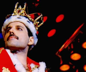 Queen, Freddie Mercury, and band image