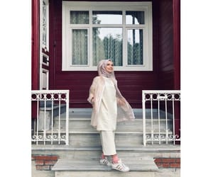 بُنَاتّ, حجاب, and محجبات image