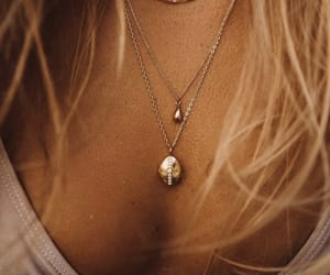 jewerly, tanned, and mollyrustas image