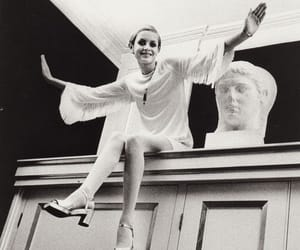 twiggy and model image