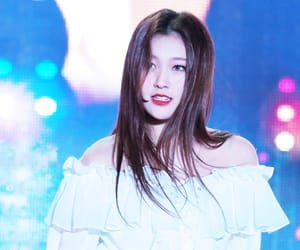 kpop, loona, and choerry image