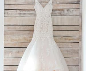 wedding dresses, wedding dresses mermaid, and v-neck wedding dresses image