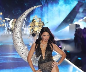 Adriana Lima, victorias secret, and victorias secret fashion show image