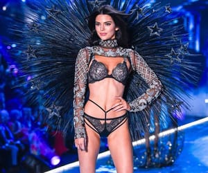 kendall jenner, fashion show, and girl image