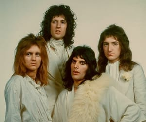 Freddie Mercury, Queen, and 70s image