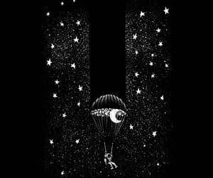 astronauta, blanco y negro, and cielo image