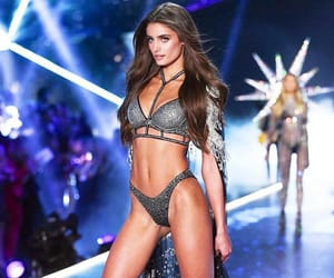model, taylor hill, and Victoria's Secret image