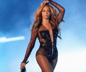 beyonce knowles, the carters, and on the run tour image