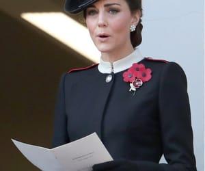 Alexander McQueen, casa real, and royal image