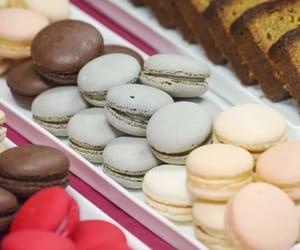 comida, postre, and macarons image