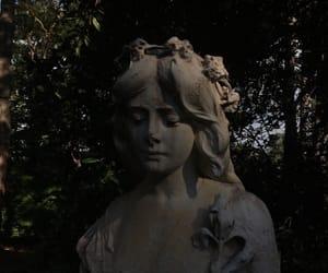 statue image