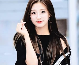 kpop, lovelyž, and yein image