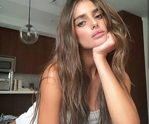 girl, fashion, and taylor hill image