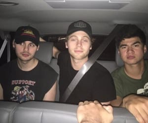 band, luke hemmings, and friends image