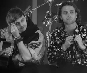 luke hemmings, muke, and 5 seconds of summer image