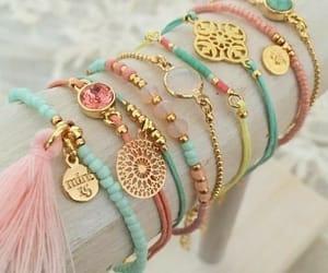 pastel, accesorios, and pulseras image