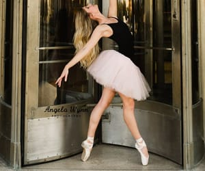 DFW Fort Worth area dance photographer ballet senior portraits, ballet pose ideas, best senior photography, urban ballet, ballerina, city ballet shoot ideas, senior portrait ideas, senior photography, young dancer, natural light, dance moves, ballet poses