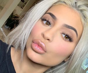 kylie jenner, makeup, and style image