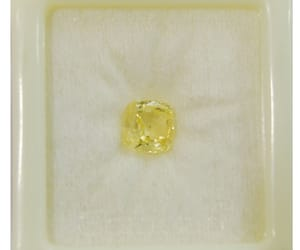 gemstones, yellow stone, and yellow sapphire gemstone image