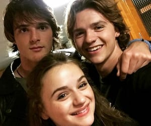 the kissing booth, joey king, and joel courtney image