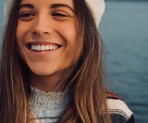 brown hair, morena, and felicidad image
