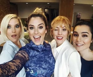 alba, Angeles, and las chicas del cable image