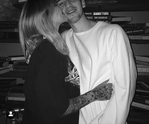 julia michaels and lauv image