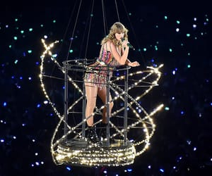 crowd, delicate, and Taylor Swift image