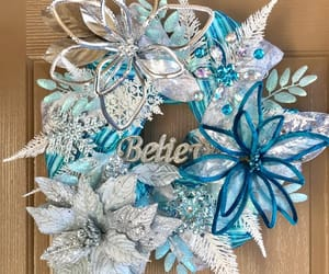 chicken wire, frontdoorwreath, and etsy image