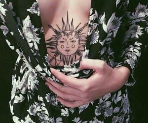 femenino, sol, and tatuajes image