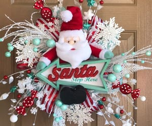 chicken wire, merry christmas, and xmas wreath image