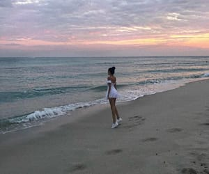madison beer and beach image
