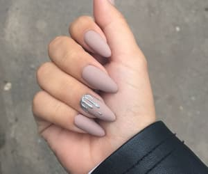 nail and kylie image