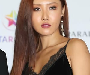 red carpet, ahn hyejin, and mamamoo hwasa image