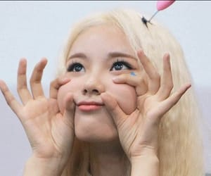 header, jinsoul, and loona image