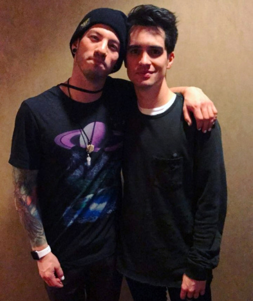 brendon urie, twenty one pilots, and tøp image