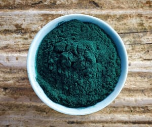 healthy food, organic food, and spirulina powder image