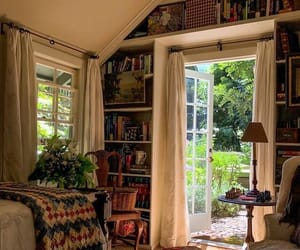 bedroom and books image