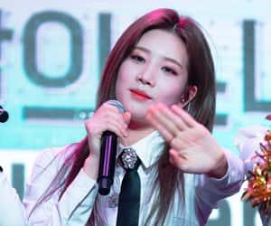 kpop, chuu, and hyunjin image
