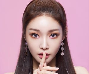 pink, chungha, and icon image